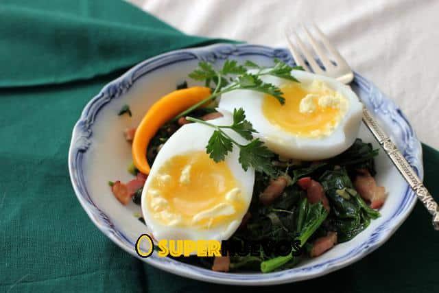 huevos de ganso y espinacas